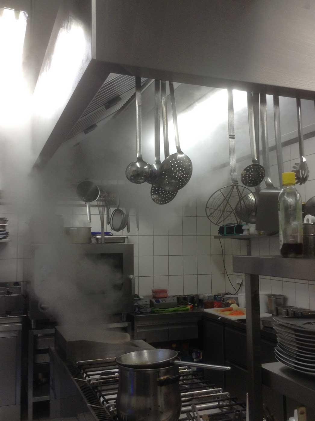 Schlecht funktionierende Küchenabluftanlage